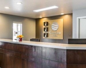 Comfort Inn Santa Cruz - Hotel Front Desk